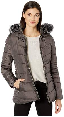 YMI Jeanswear Snobbish Snobbish Polyfill Puffer Jacket with Faux Fur Trim Hood and Pop Zippers (Black) Women's Clothing