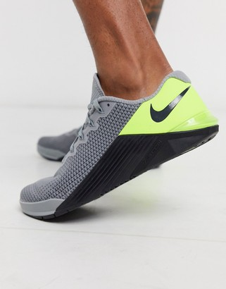 Nike Training Metcon 5 trainers in grey and green