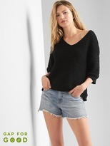 Gap Textured V-neck sweater