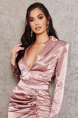 I SAW IT FIRST Blush Pink Satin Plunge Shoulder Pad Blouse