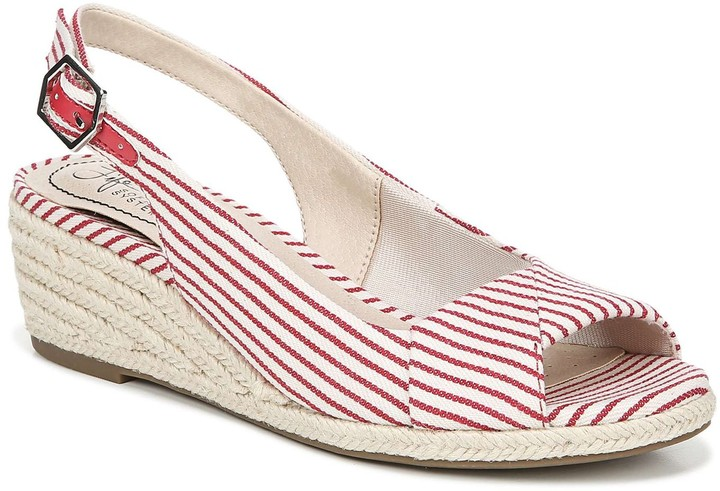 a503bbe3c36 Socialite Women's Wedge Sandals