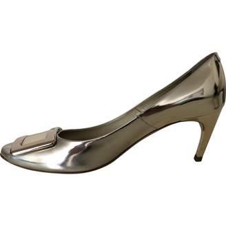 Roger Vivier Belle de Nuit Gold Leather Heels