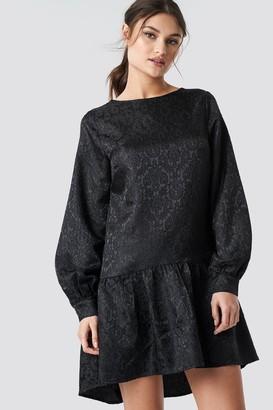 NA-KD Dip Hem Jacquard Dress
