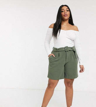 Vero Moda Curve city shorts in khaki