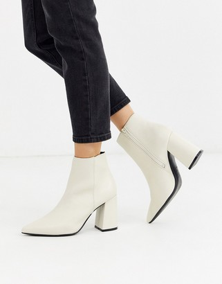 New Look heeled boot in white