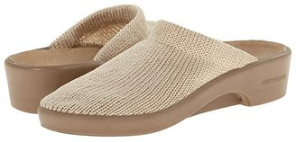 ARCOPEDICO Light (Beige) Women's Clog Shoes
