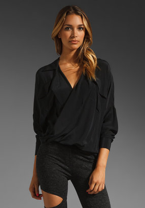 Funktional Silk-Fold Front Top