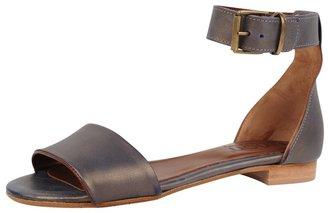 NY:LON Flat Sandal