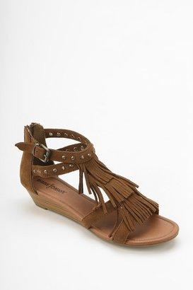 Minnetonka Monaco Stud-Fringe Sandal