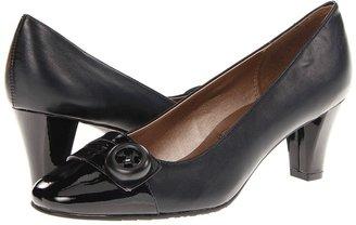SoftStyle Soft Style - Vikki (Black Vitello/Patent) - Footwear