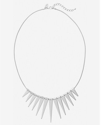 Express graduated spike necklace