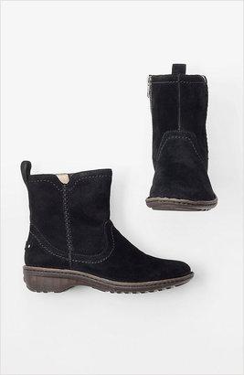 UGG Neevah boots