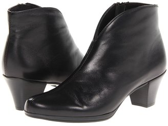 Munro - Robyn Women's Boots $225 thestylecure.com