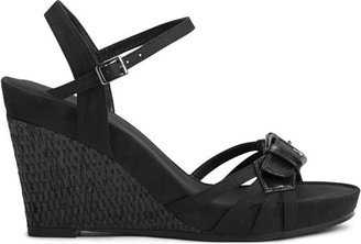 Aerosoles Women's Plush Around Medium/Wide Wedge Sandal