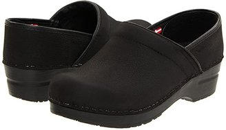 Sanita Professional Oil (Black Textured Oil) Women's Clog Shoes