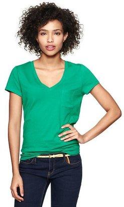 Gap Essential V-neck pocket T