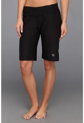 Moving Comfort Fearless Bermuda (Black) Women's Shorts