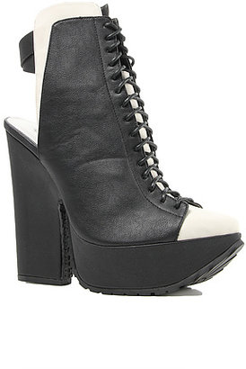 *Sole Boutique The *Soul Boutique Lace Up Shoe in Black and White