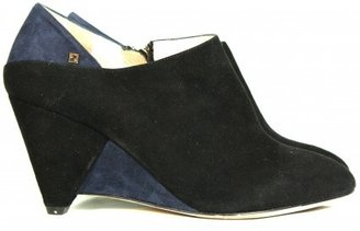 Fendi very good (VG Navy & Black Suede Wedges sz 35