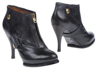 McQ by Alexander McQueen Shoe boots