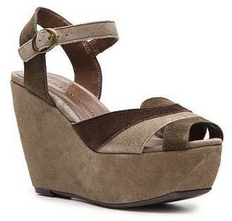 Chinese Laundry Get Away Wedge Sandal