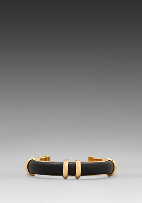 Marc by Marc Jacobs Leather Stapled Cuff in Black/ Oro