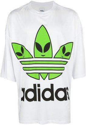 adidas oversize alien logo t-shirt
