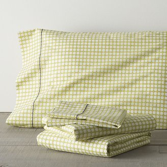 Crate & Barrel Clover Bamboo Full Sheet Set. Includes one flat sheet, one fitted sheet and two standard pillowcases.