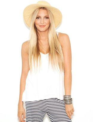 Feel The Piece V-Layering Tank in White