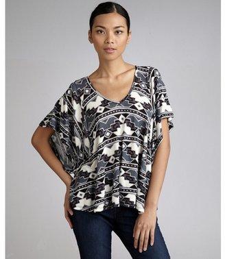 Romeo & Juliet Couture grey aztec print v-neck kimono sleeve top