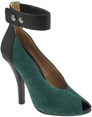 Marc by Marc Jacobs Ask Alice Pump