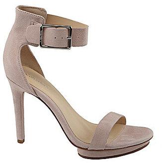 Calvin Klein ́s Vivian Platform Sandals