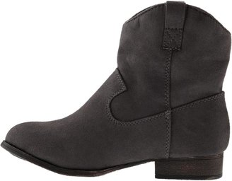 Old Navy Girls Sueded Western Ankle Boots