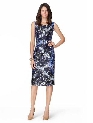 Oscar de la Renta Sleeveless Jewel Neck Slim Darted Dress
