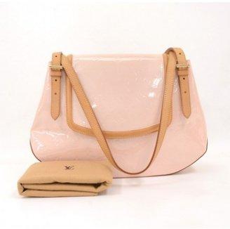 Louis Vuitton excellent (EX Pink Vernis Leather Biscayne Bay GM Shoulder Bag