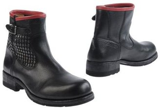 HTC Ankle boots