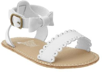 Gap Scalloped bow sandal