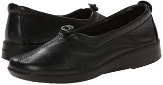 ARCOPEDICO New Queen II (Black) Women's Slip on Shoes