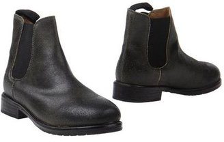 MR. WOLF Ankle boots