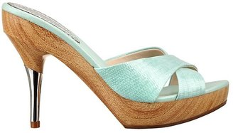 GUESS Quinlin Wooden Platform Sandals