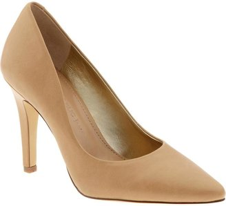 Banana Republic Garrah pump