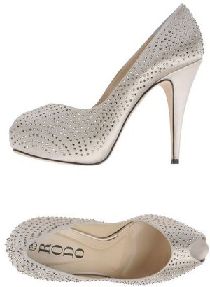 Rodo Pumps with open toe
