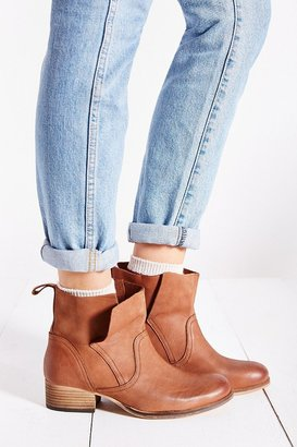 UO Ecote Side Overlap Boot