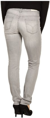 Calvin Klein Jeans Petite - Petite Pebble Denim Ultimate Skinny Jean (Light Wash) - Apparel