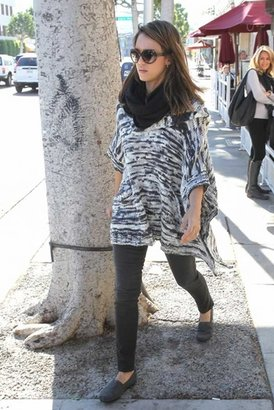 Vkoo Cashmere Infinity Loop Scarf in Charcoal
