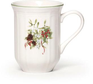 Mikasa Antique White Christmas Berries Mug