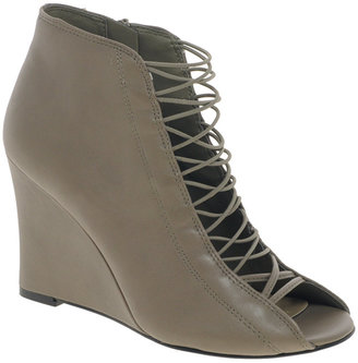 Chinese Laundry Dantie Leather Wedge Boot