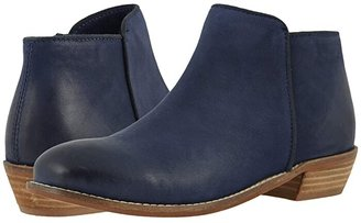 SoftWalk Rocklin (Stone Suede) Women's Shoes