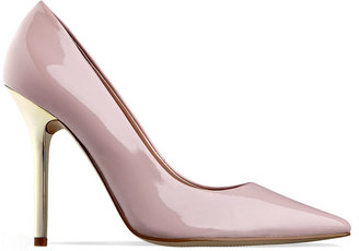 GUESS Women's Shoes, Neodan Pumps