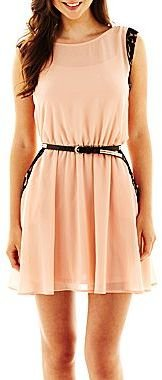Hollywould Sleeveless Belted Lace Dress